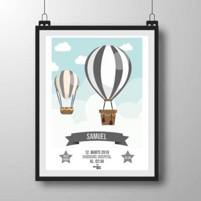 Navneplakat med luftballoner i grålige nuancer